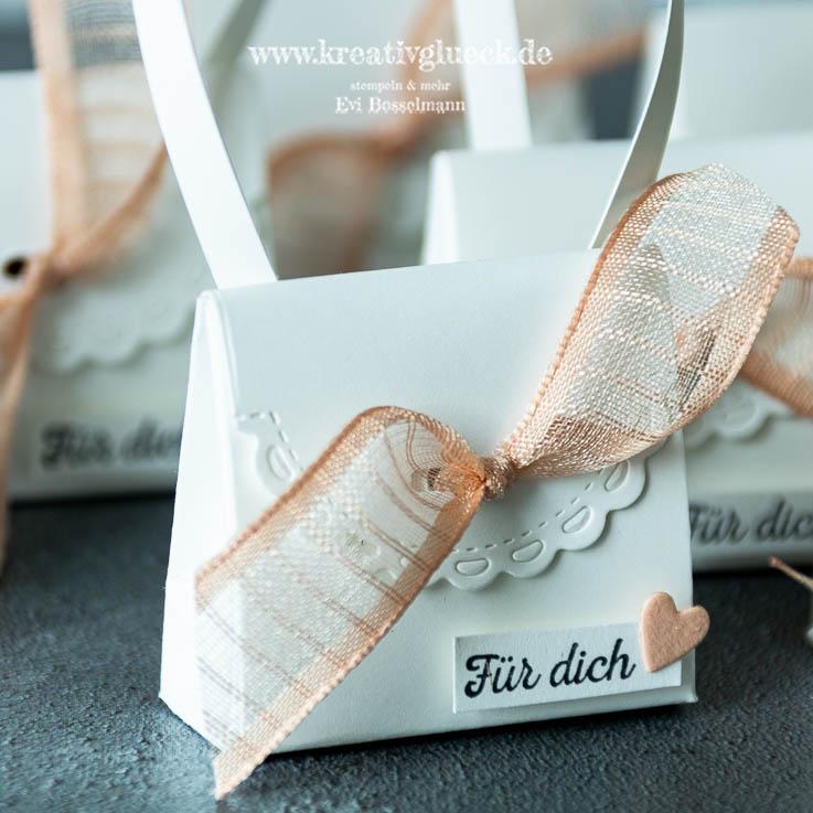 Mini-Täschchen aus der Stanzform Mini-Geschenkschachtel
