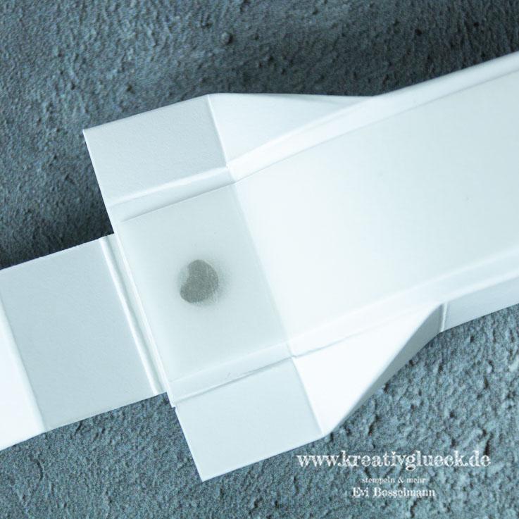 Selbstschließende Box für Nougat-Pralinen
